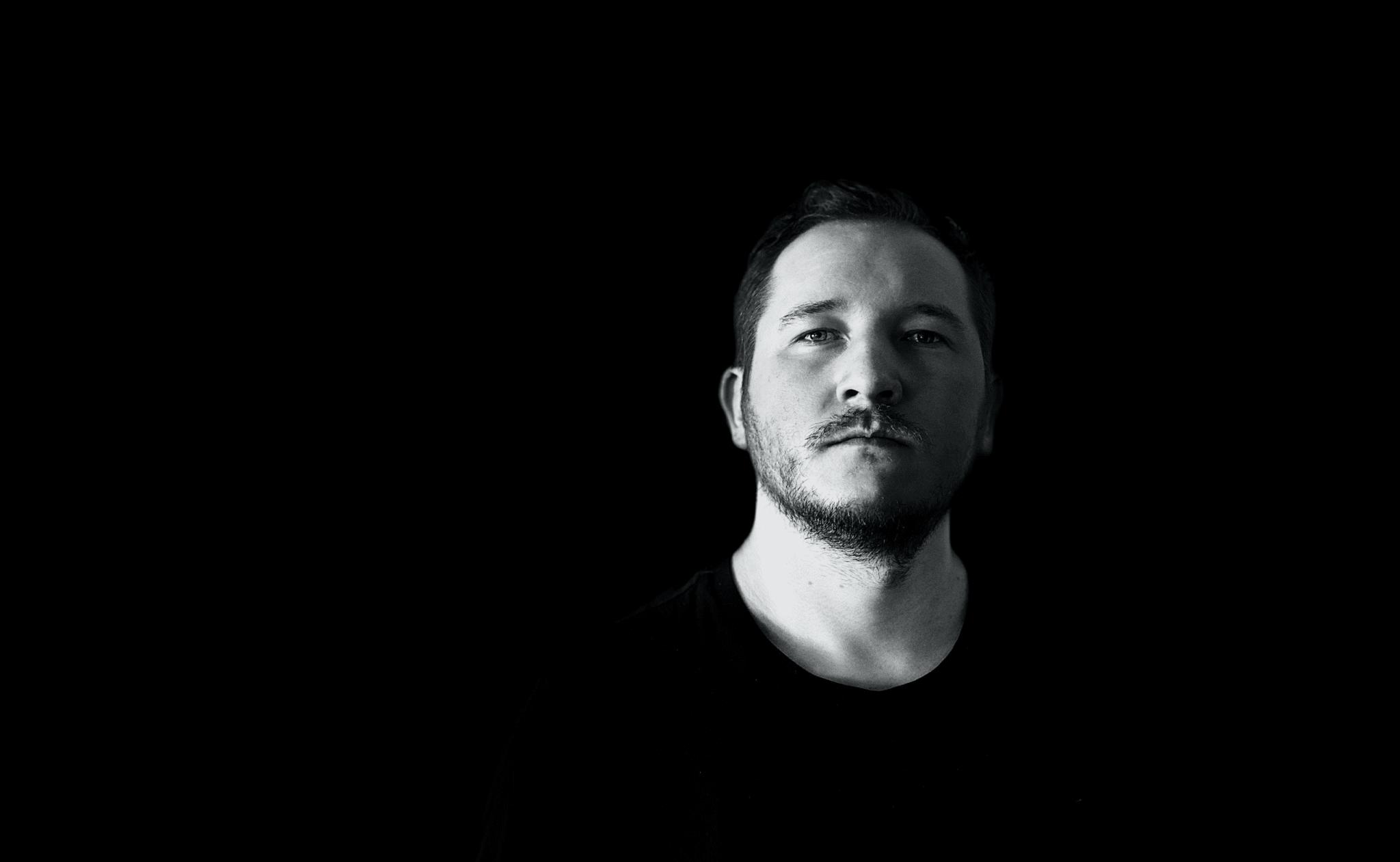 Olá, <br /> Eu sou o <strong>Fernando Kanarski</strong>, Nômade Digital, especialista em Google Ads e Analytics.